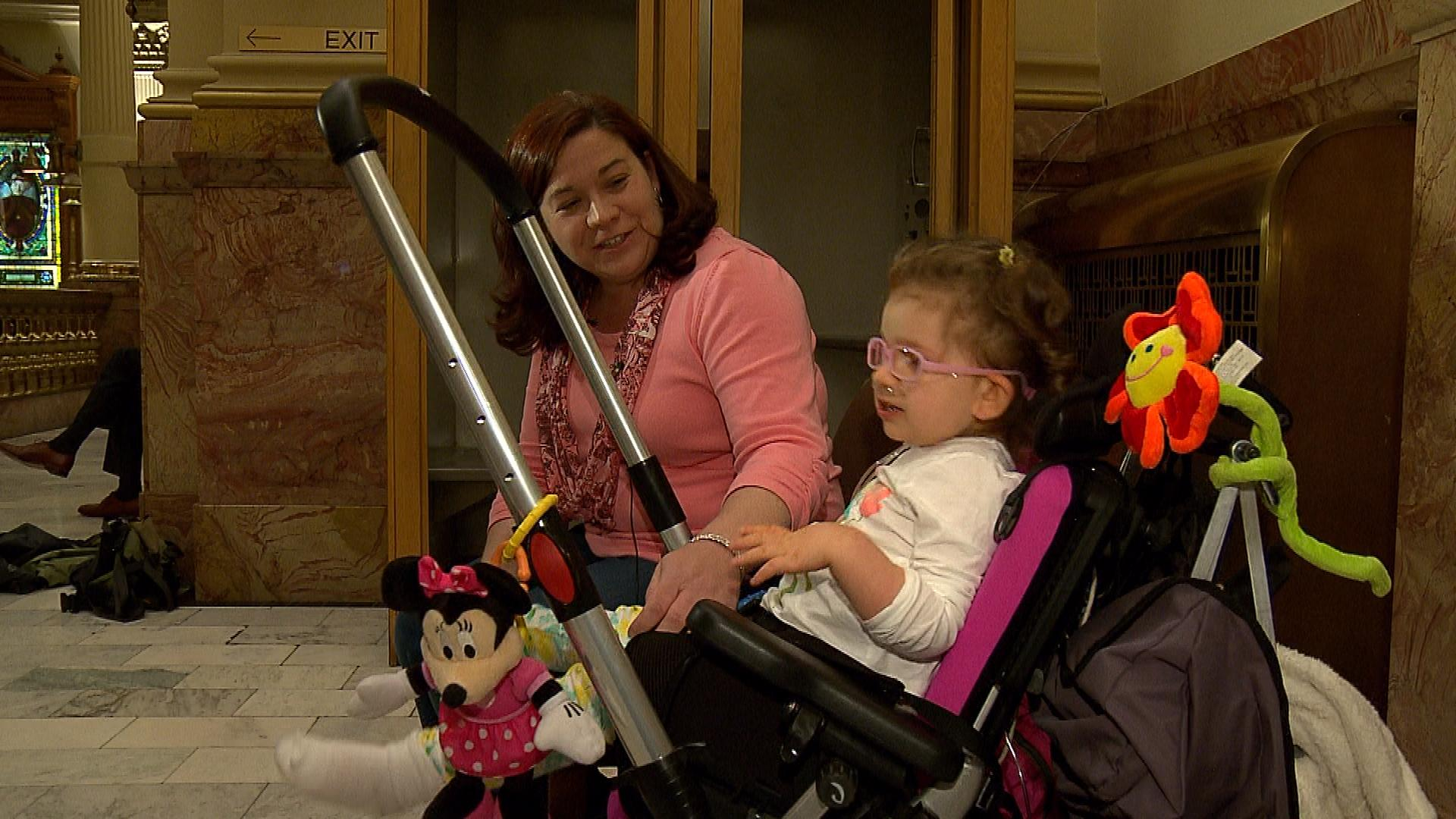 Meagan Patrick with 3-year-old Addelyn (credit: CBS)