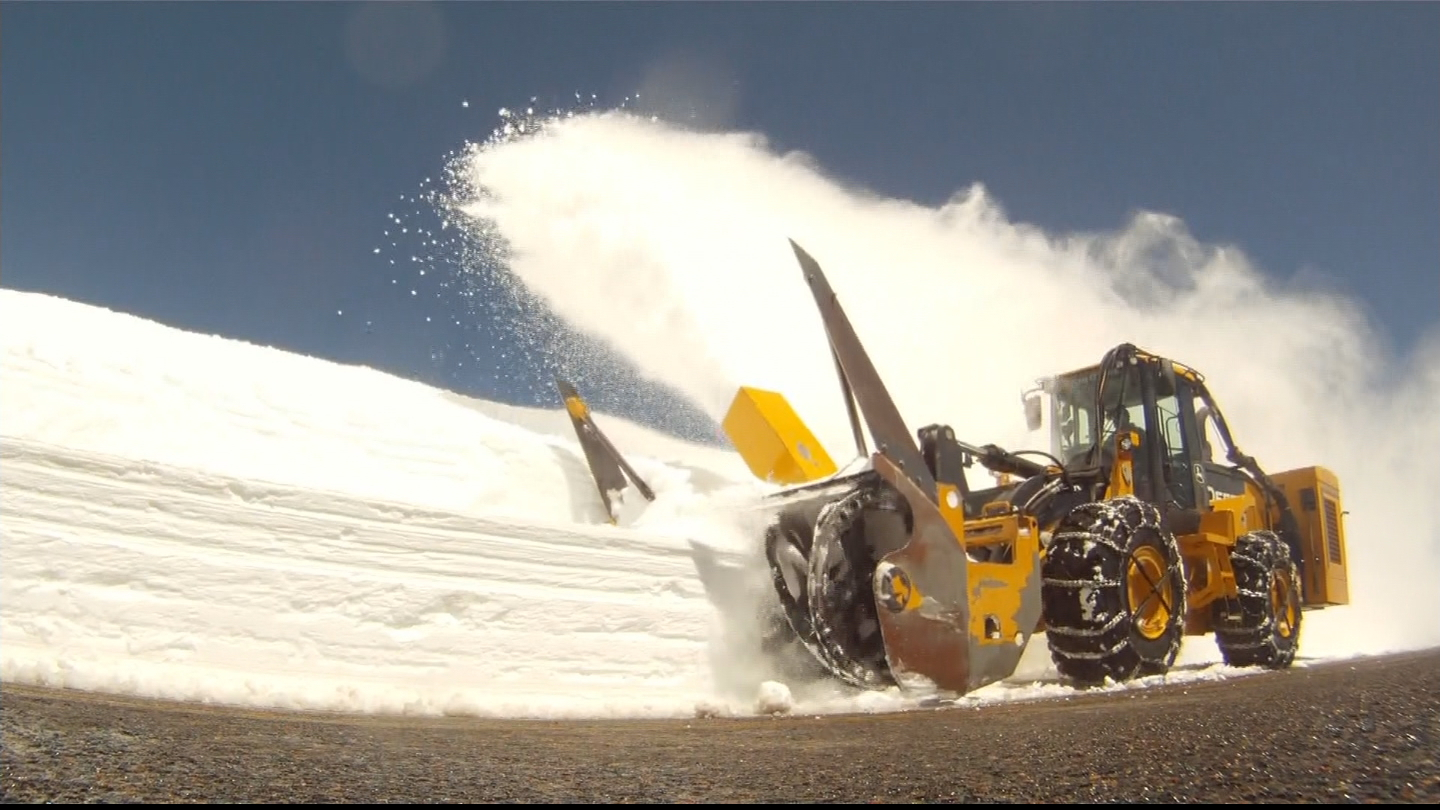 Crews work to clear snow from Trail Ridge Road (credit: CBS)