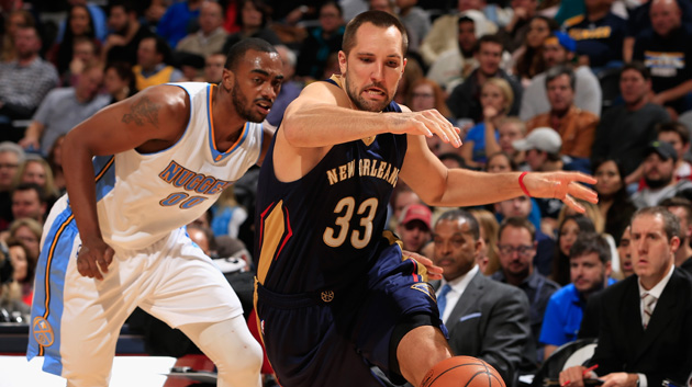 DENVER, CO - NOVEMBER 21: Ryan Anderson #33 of the New Orleans Pelicans has the ball knocked away by Darrell Arthur #00 of the Denver Nuggets at Pepsi Center on November 21, 2014 in Denver, Colorado. The Nuggets defeated the Pelicans 117-97. (Photo by Doug Pensinger/Getty Images)