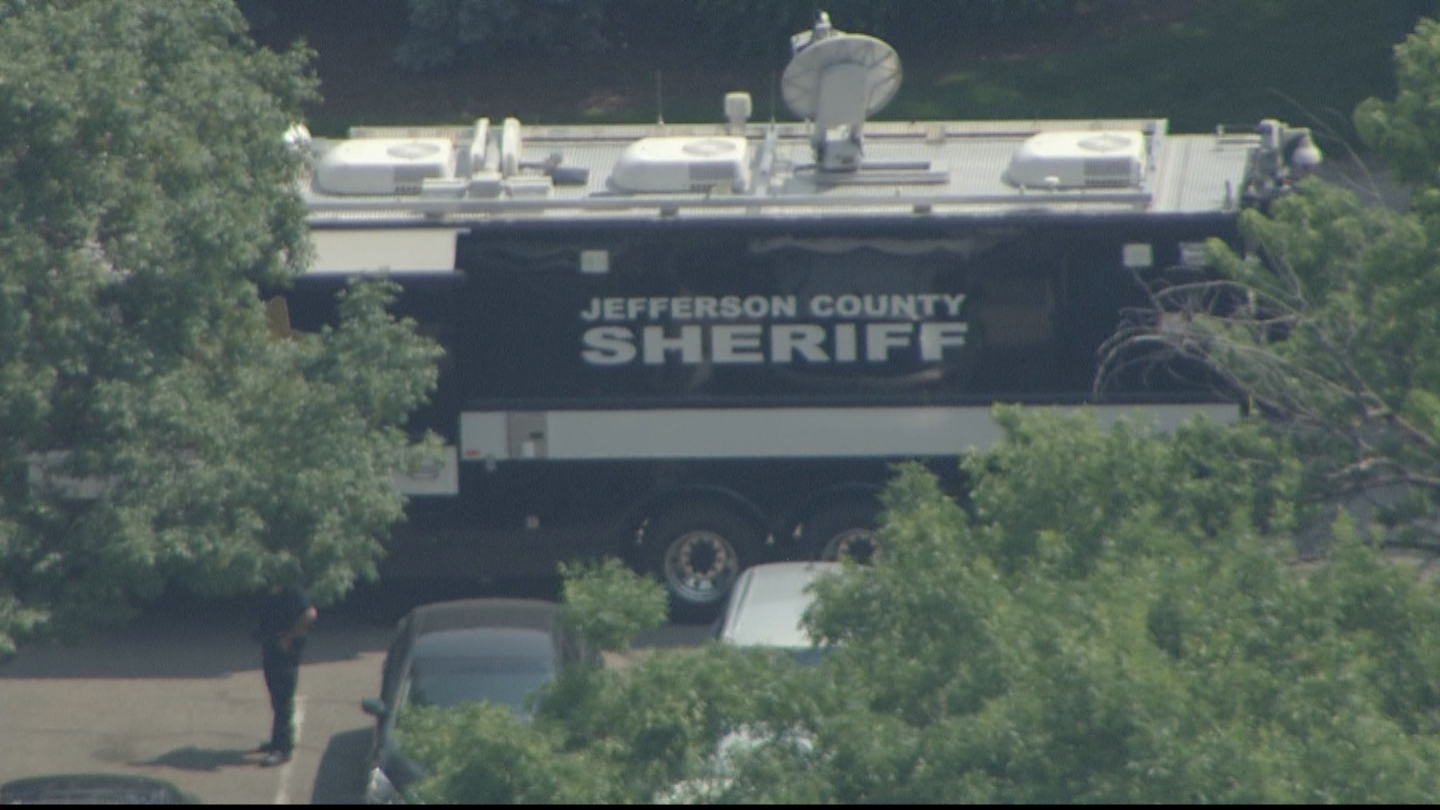 Copter4 flew over the scene of the barricaded suspect wanted in a bank robbery (credit: CBS)