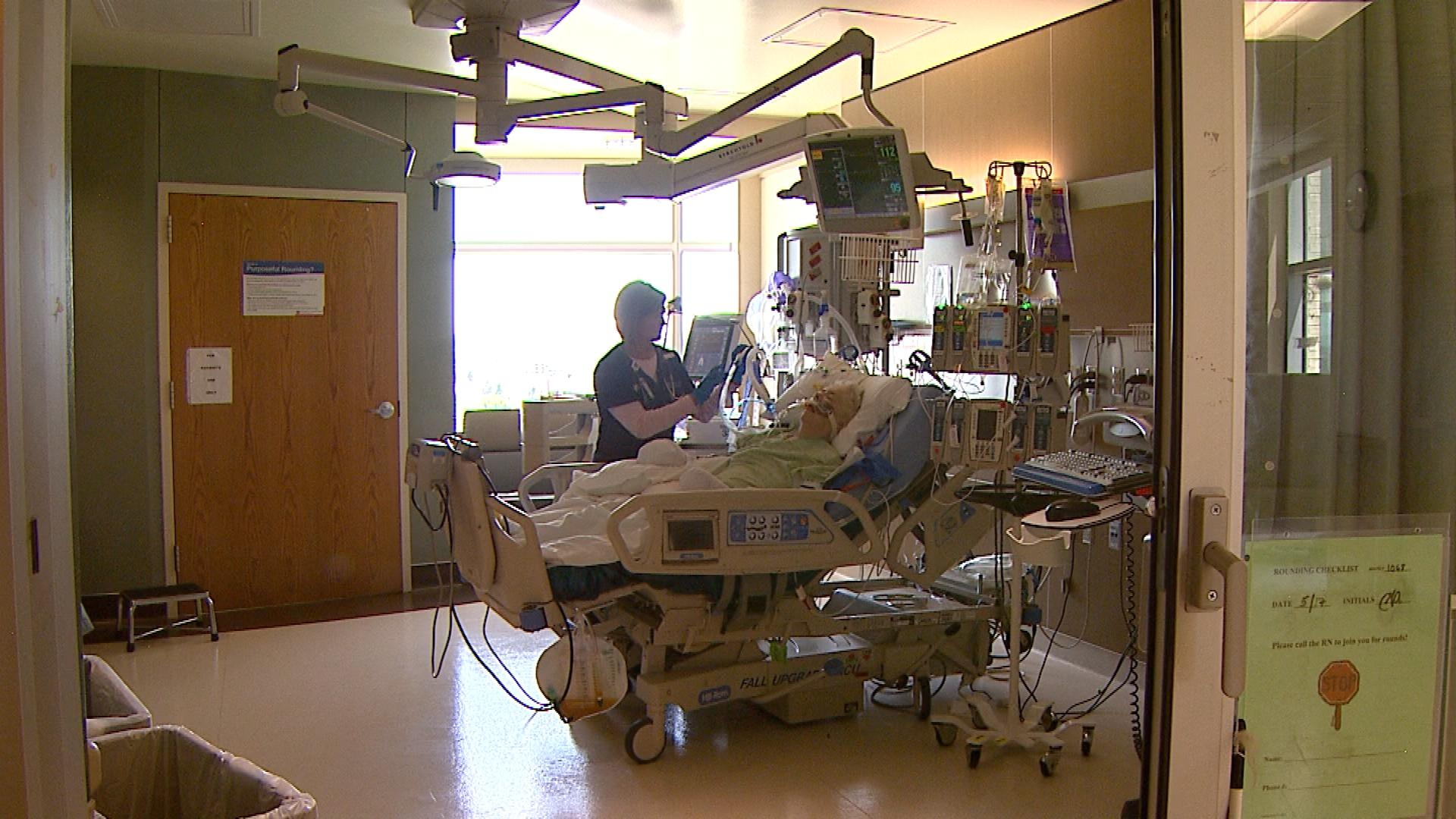 Registered Nurse (RN) Jessica Leiss with a patient (credit: CBS)