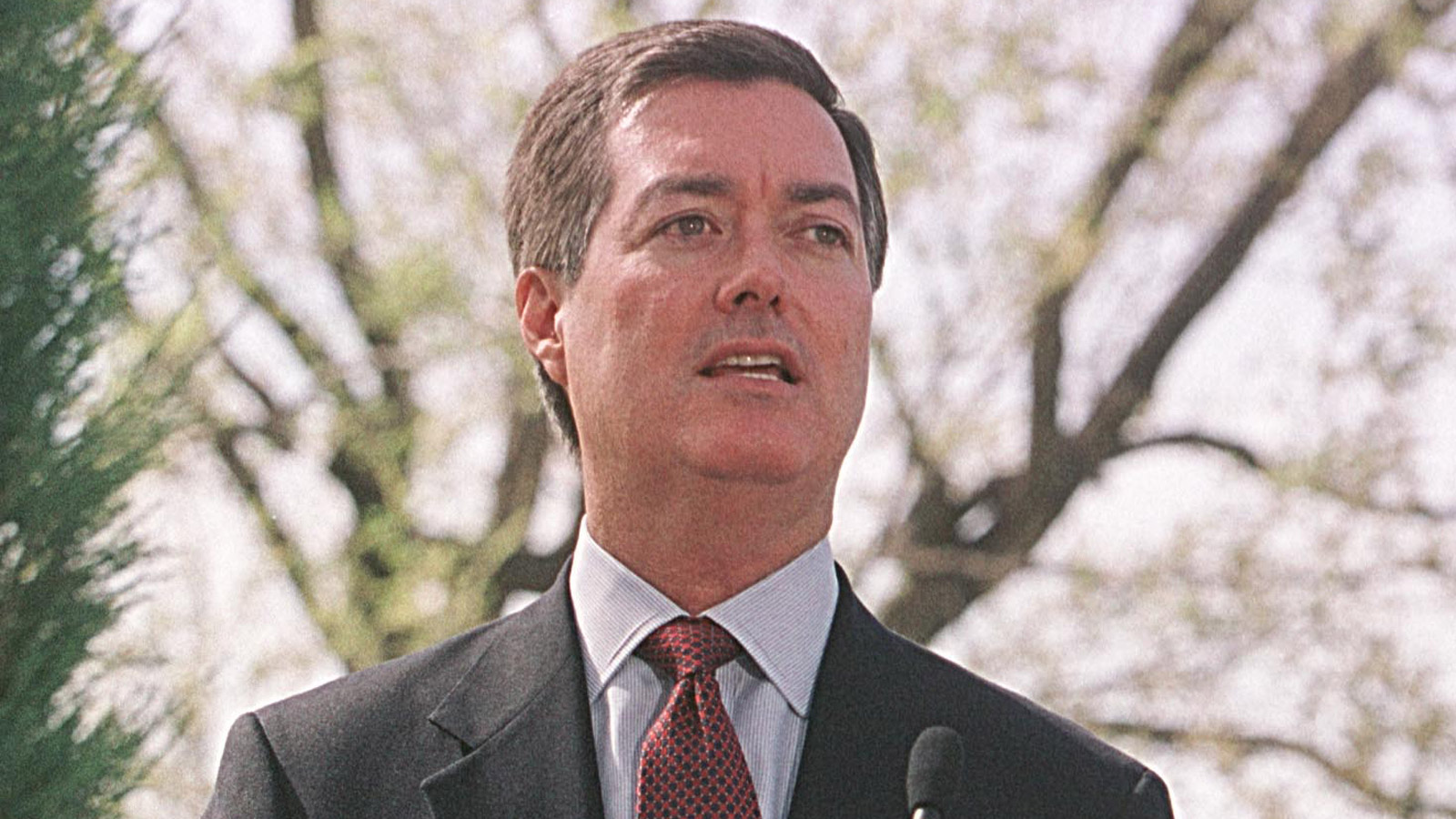 Colorado Gov. Bill Owens in 2001 (credit: Michael Smith/Newsmakers)