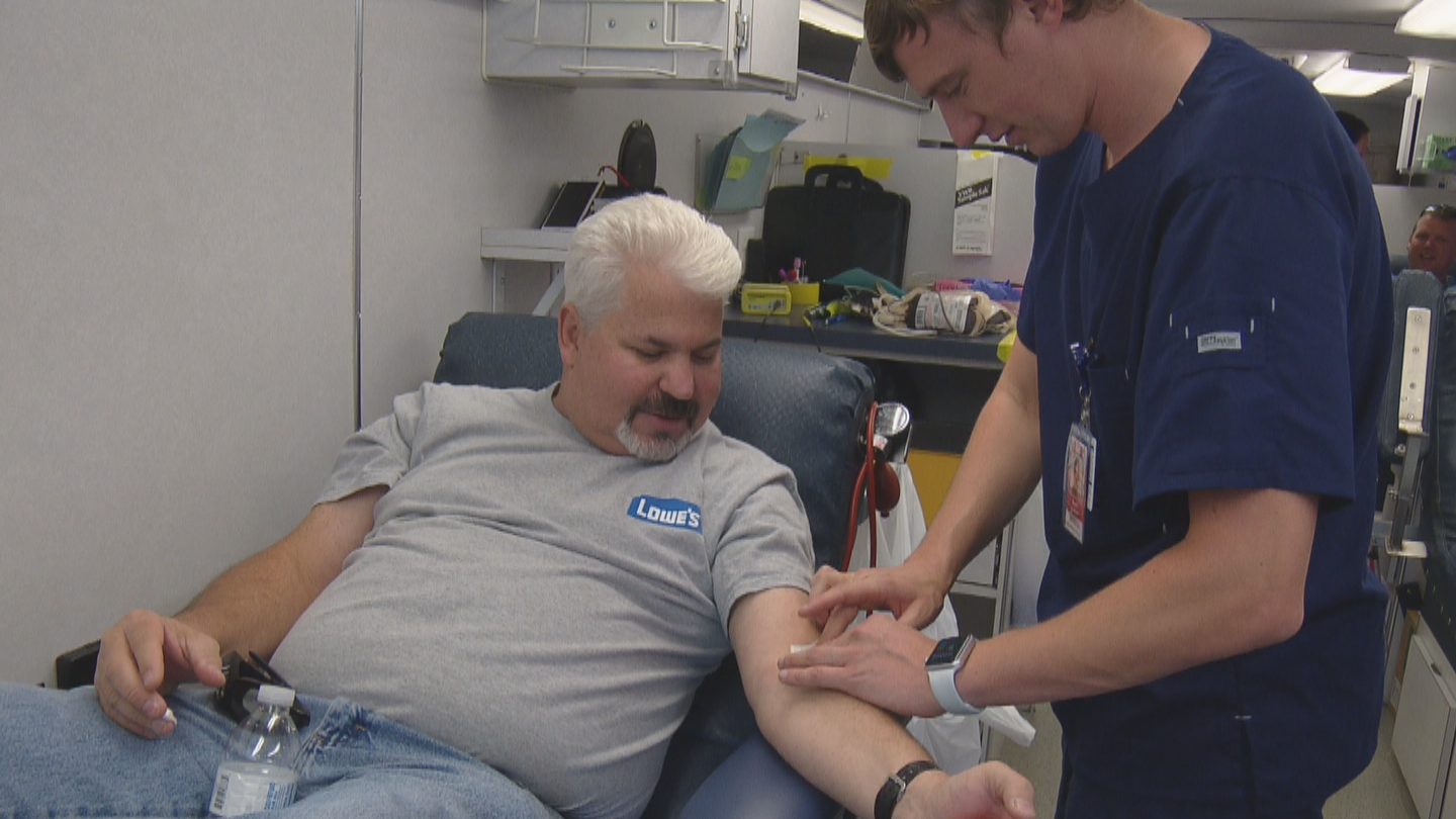 A community comes together to donate blood in Det. Dan Brite's honor in Parker (credit: CBS)