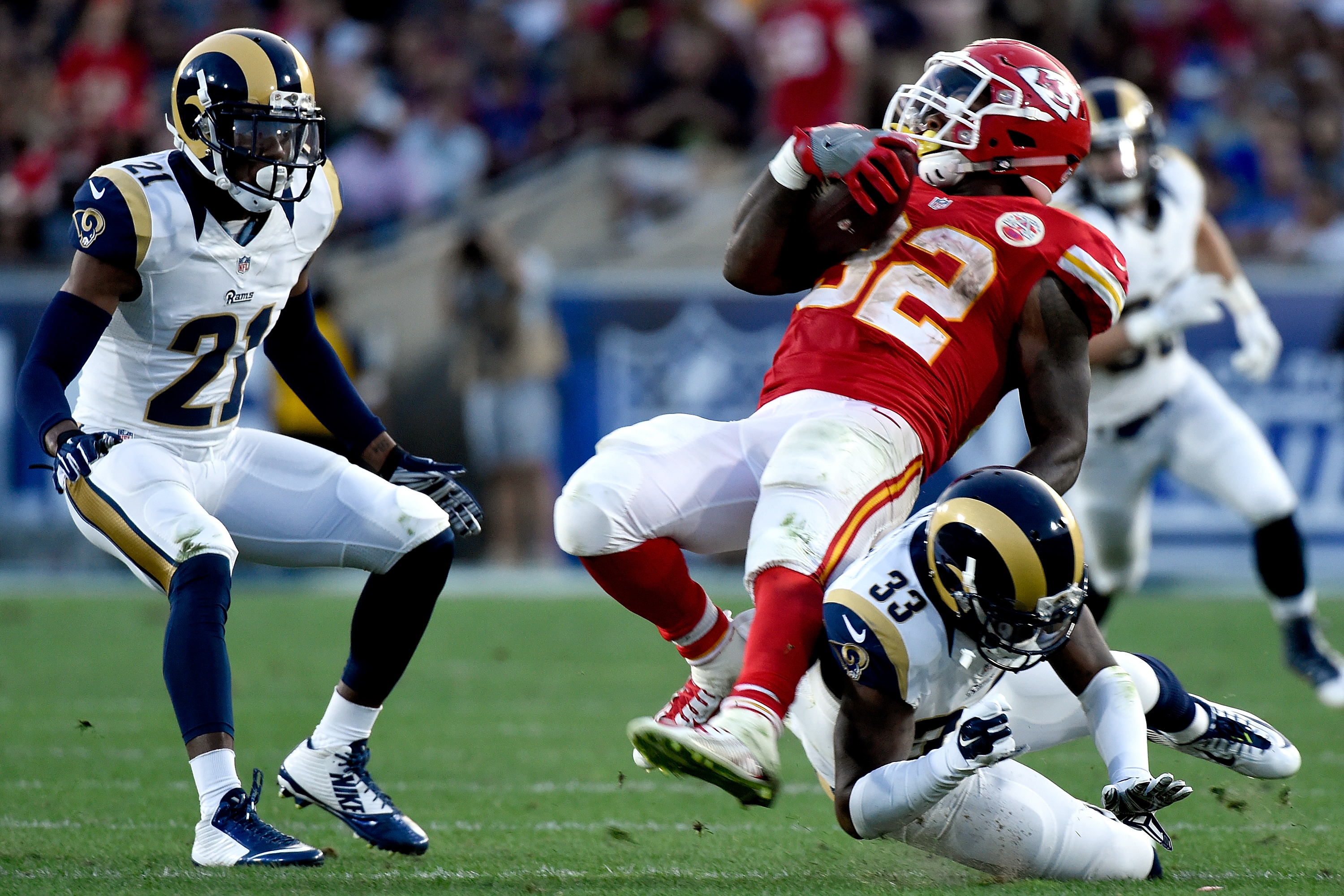 Spencer Ware of the Kansas City Chiefs completes a pass in the second quarter against the Los Angeles Rams at Los Angeles Memorial Coliseum on August 20, 2016. (credit: Lisa Blumenfeld/Getty Images)