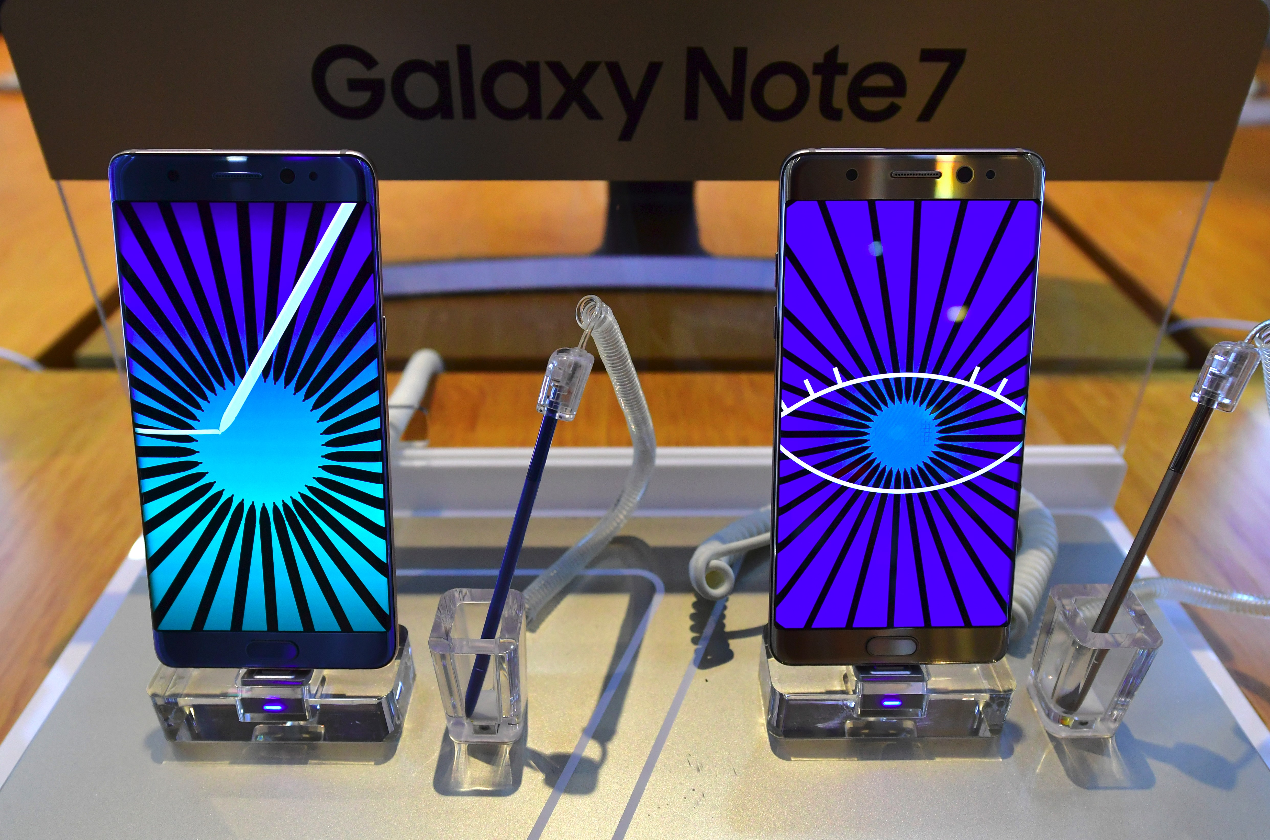 Samsung Galaxy Note7 smartphones (credit: JUNG YEON-JE/AFP/Getty Images)