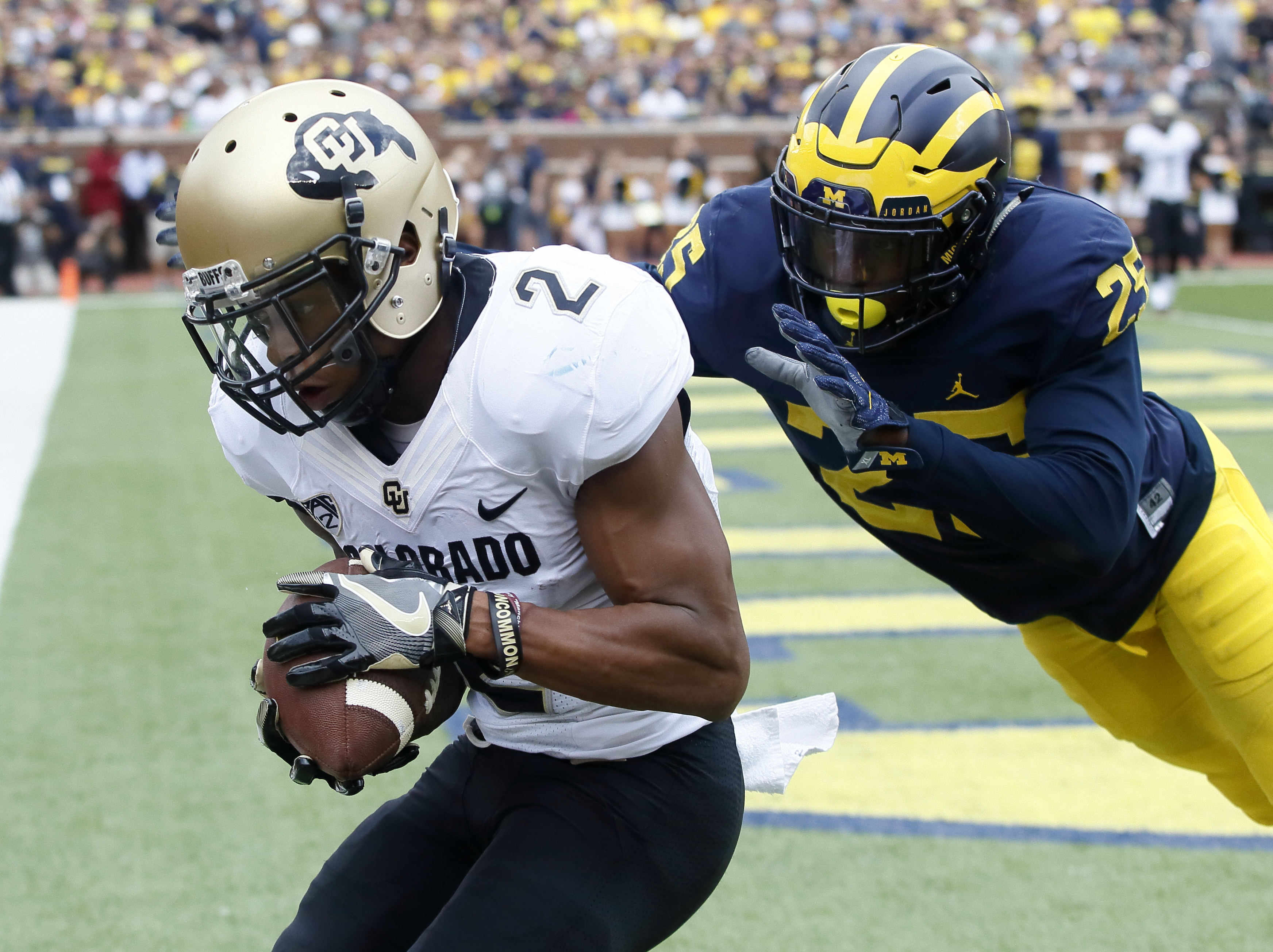 Wide receiver Devin Ross of the Colorado Buffaloes catches a touchdown pass in front of safety Dymonte Thomas #25 of the Michigan Wolverines during the first quarter at Michigan Stadium on September 17, 2016 in Ann Arbor, Michigan. (Photo by Duane Burleson/Getty Images)
