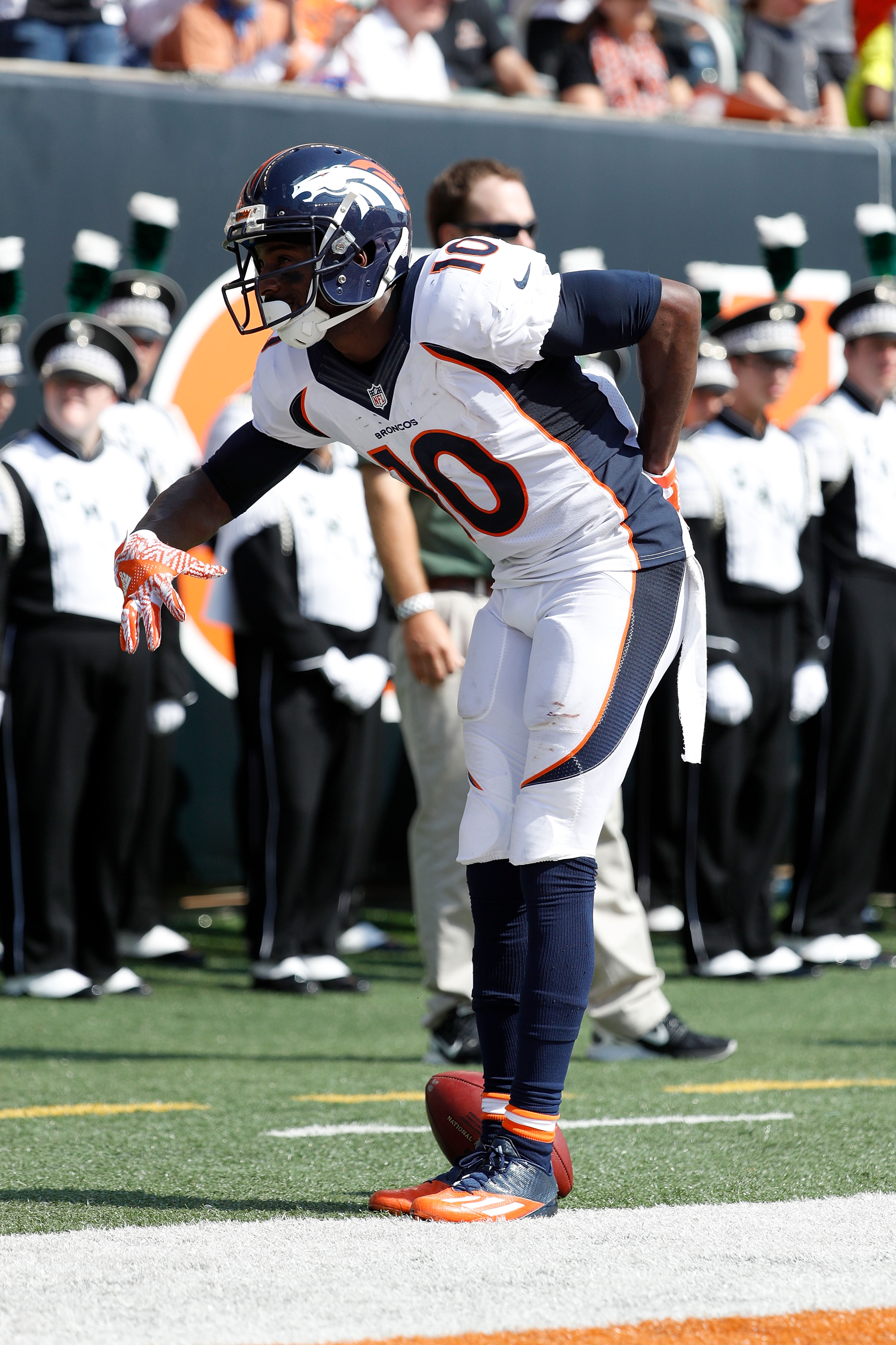 CINCINNATI, OH - SEPTEMBER 25: Emmanuel Sanders #10 of the Denver Broncos celebrates after scoring a touchdown during the second quarter of the game against the Cincinnati Bengals at Paul Brown Stadium on September 25, 2016 in Cincinnati, Ohio. (Photo by Joe Robbins/Getty Images)
