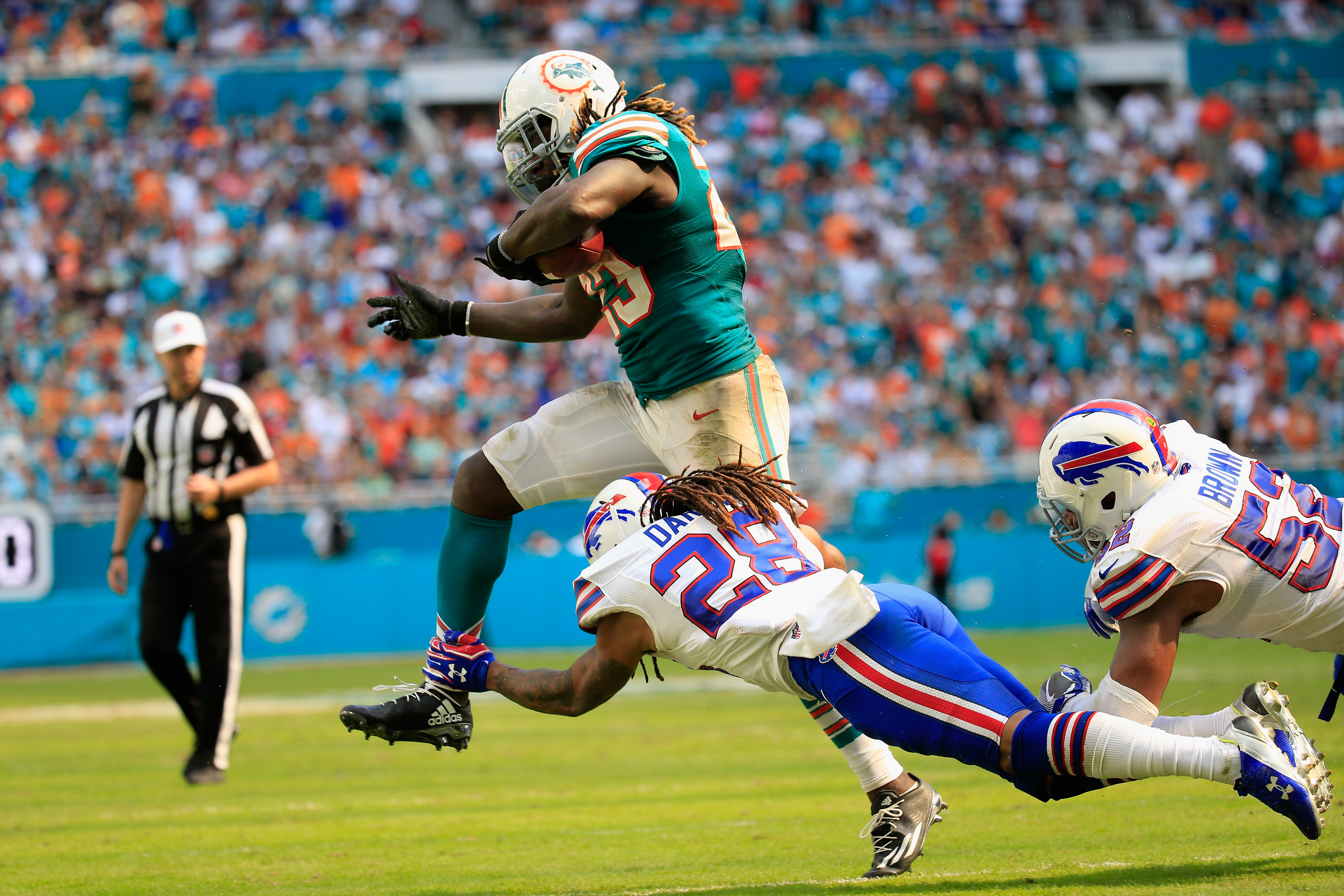 Jay Ajayi of the Miami Dolphins against the Buffalo Bills at the Hard Rock Stadium on Oct. 23, 2016 in Miami Gardens, Florida. (credit: Chris Trotman/Getty Images)