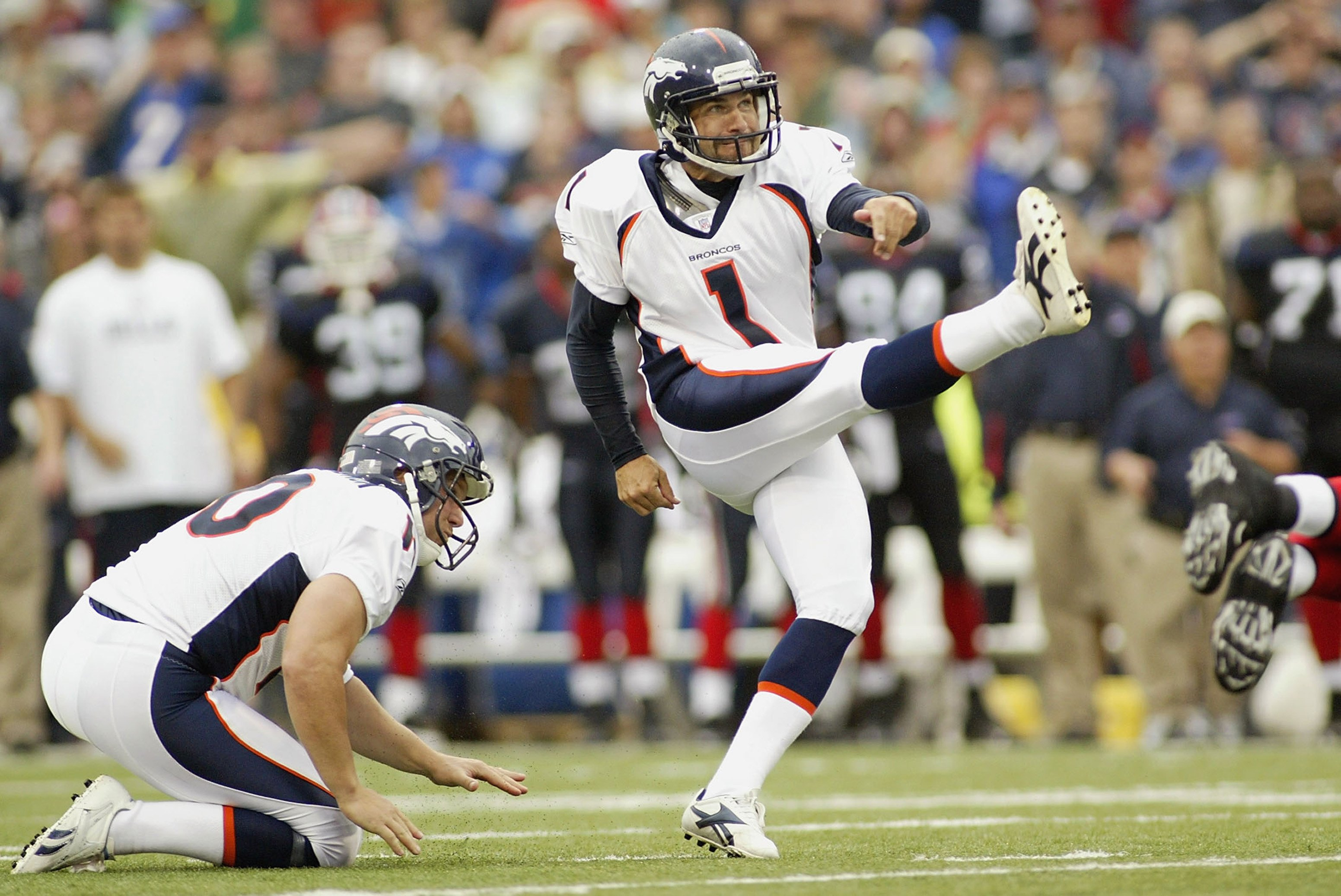 ORCHARD PARK, NY - SEPTEMBER 9: Jason Elam #1 of the Denver Broncos kicks a field goal during the game against the Buffalo Bills on September 9, 2007 at Ralph Wilson Stadium in Orchard Park, New York. The Broncos won 15-14. (Photo by Rick Stewart/Getty Images)