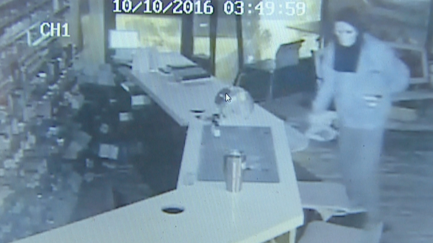 Surveillance video of the break-in at Elite Vapes in Thornton (credit: CBS)