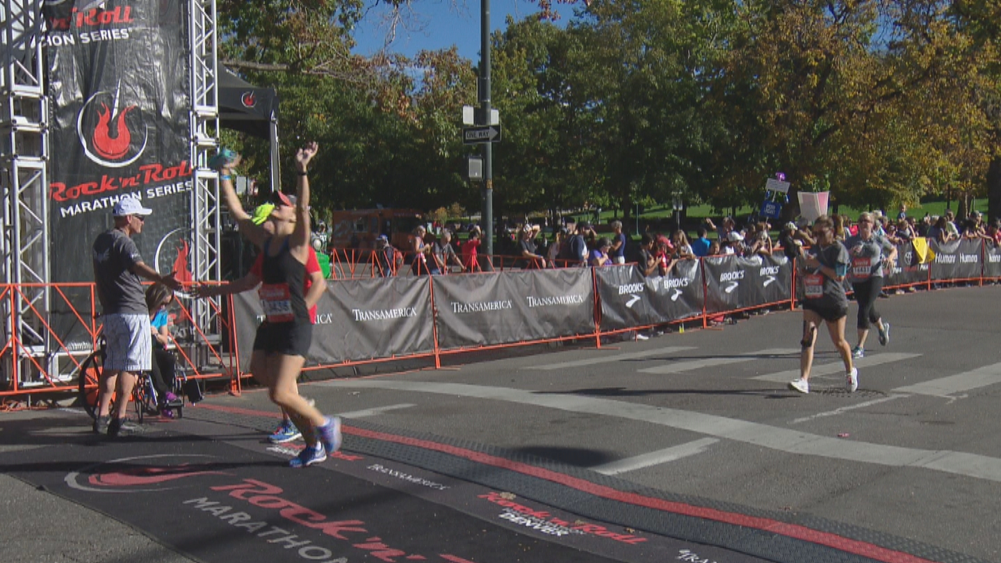 CBS4's Kelly Werthmann crossing the finish line at the half marathon (credit: CBS)