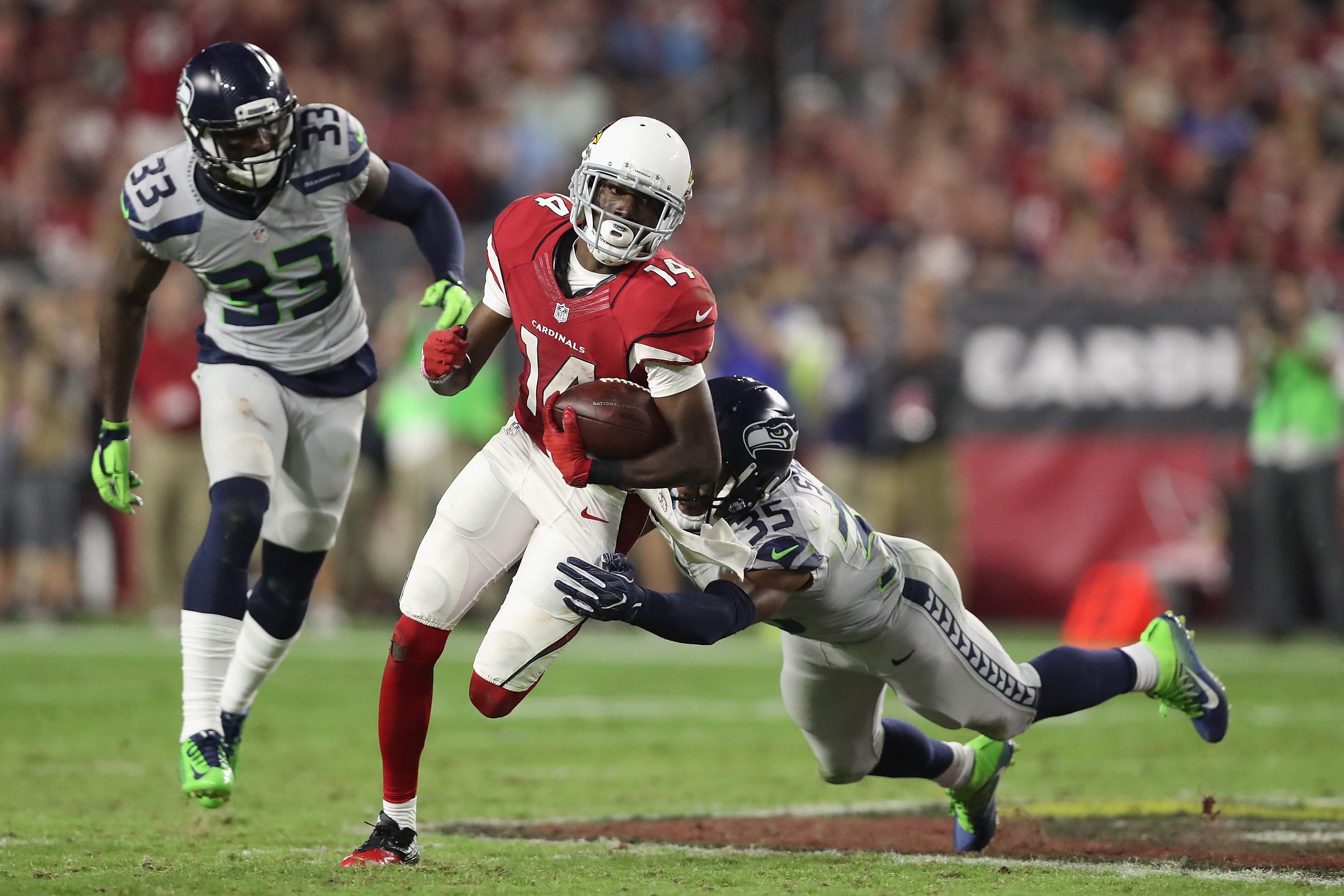 Wide receiver J.J. Nelson #14 of the Arizona Cardinals runs with the football after a reception past cornerback DeShawn Shead #35 of the Seattle Seahawks during the NFL game at the University of Phoenix Stadium on October 23, 2016 in Glendale, Arizona. (credit: Christian Petersen/Getty Images)