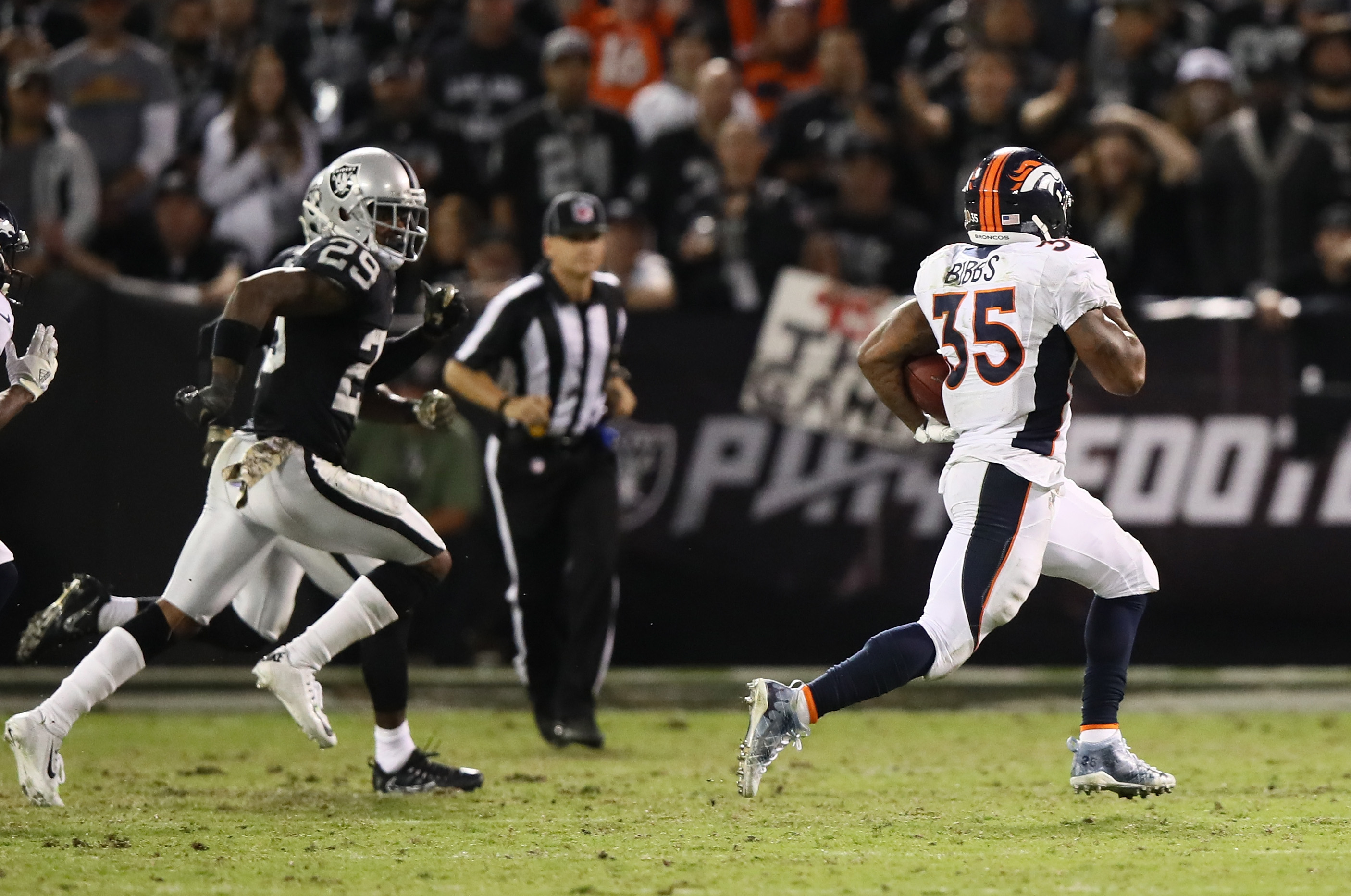 Kapri Bibbs #35 of the Denver Broncos carries the ball against the Oakland Raiders at Oakland-Alameda County Coliseum on November 6, 2016 in Oakland, California. (Photo by Ezra Shaw/Getty Images)
