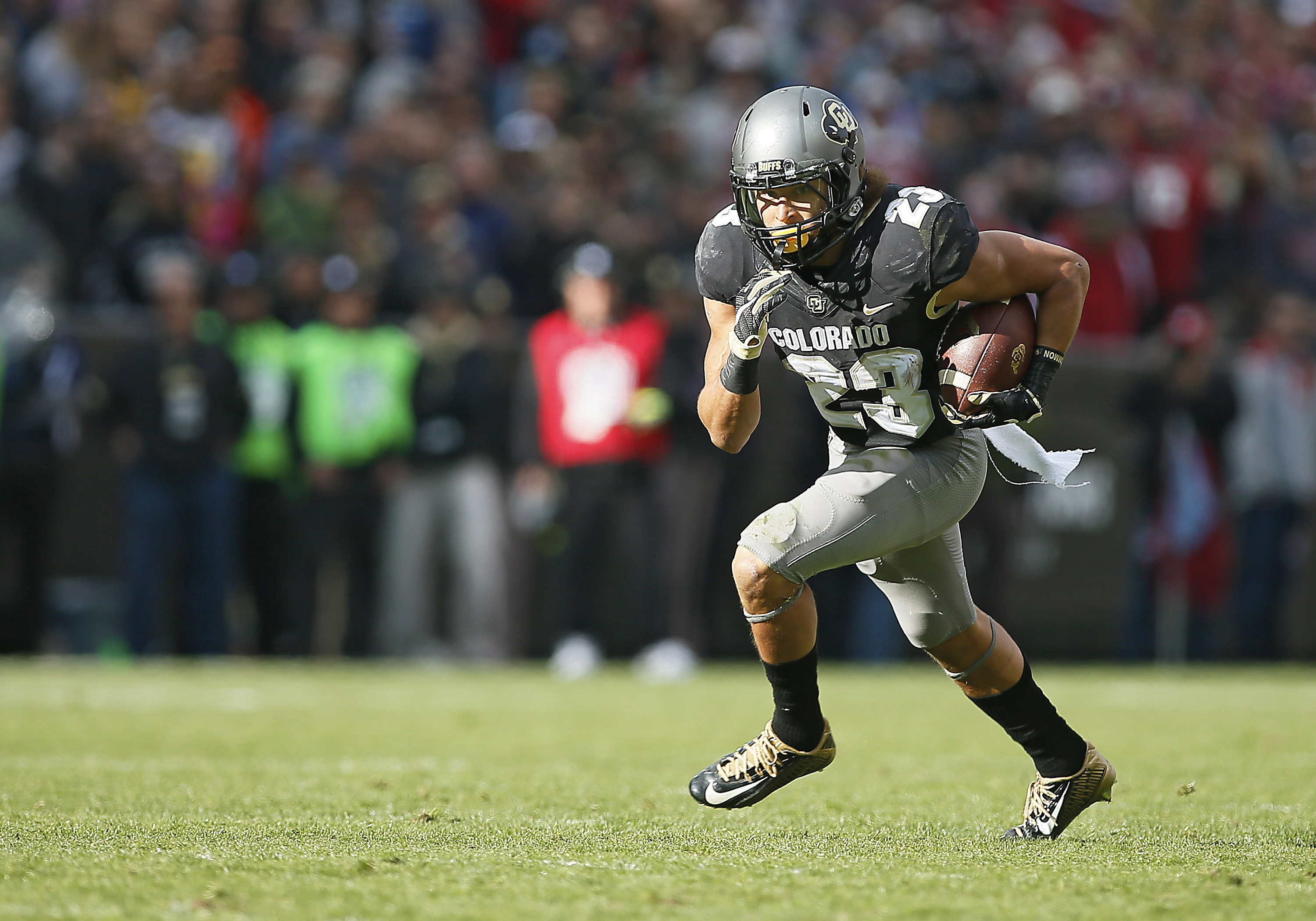 Colorado Buffaloes Tailback, Phillip Lindsay (23) runs the ball during a Pac-12 conference match-up between the Colorado Buffaloes and the visiting Washington State Cougars on November 19, 2016, at Folsom Field in Boulder, CO. (Photo by Russell Lansford/Icon Sportswire via Getty Images)