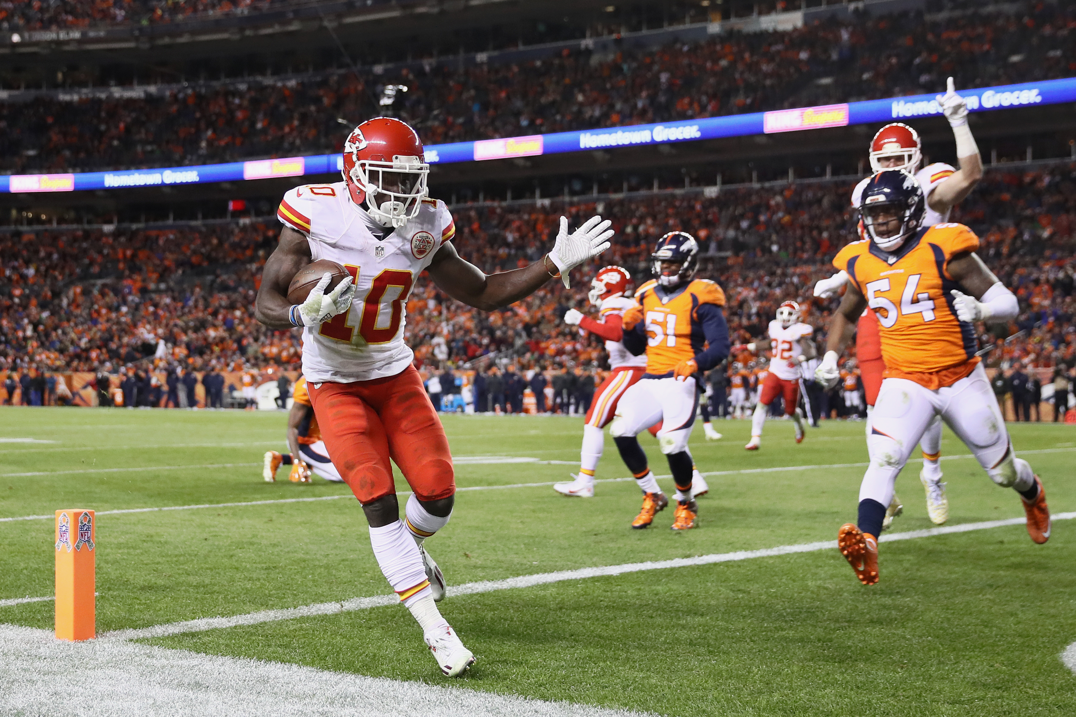 Wide receiver Tyreek Hill #10 of the Kansas City Chiefs runs for a touchdown in the third quarter of the game against the Denver Broncos at Sports Authority Field at Mile High on November 27, 2016 in Denver, Colorado. (Photo by Ezra Shaw/Getty Images)