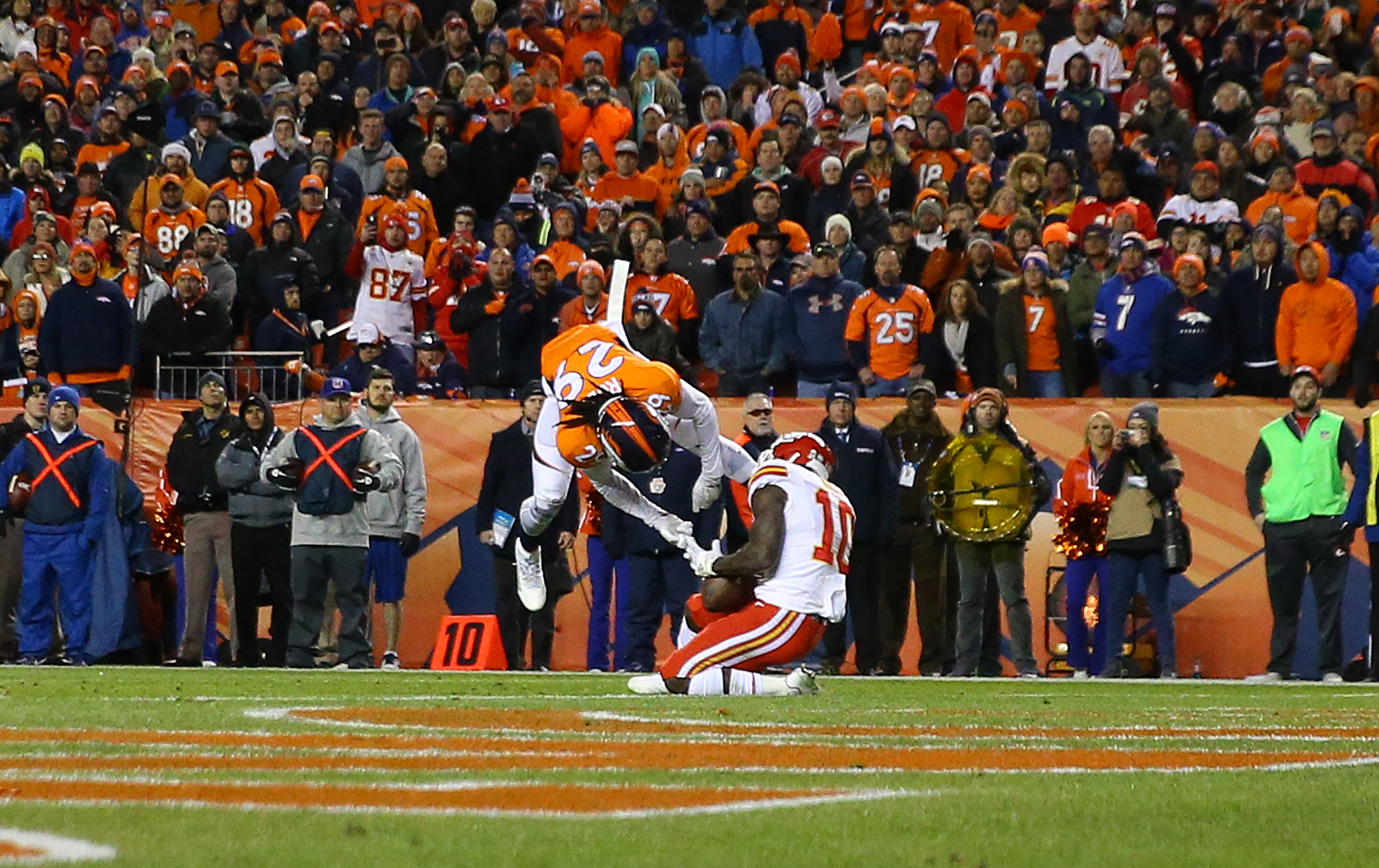 Wide receiver Tyreek Hill #10 of the Kansas City Chiefs scores a touchdown while defended by cornerback Bradley Roby #29 of the Denver Broncos in the fourth quarter at Sports Authority Field at Mile High on November 27, 2016 in Denver, Colorado. (Photo by Justin Edmonds/Getty Images)