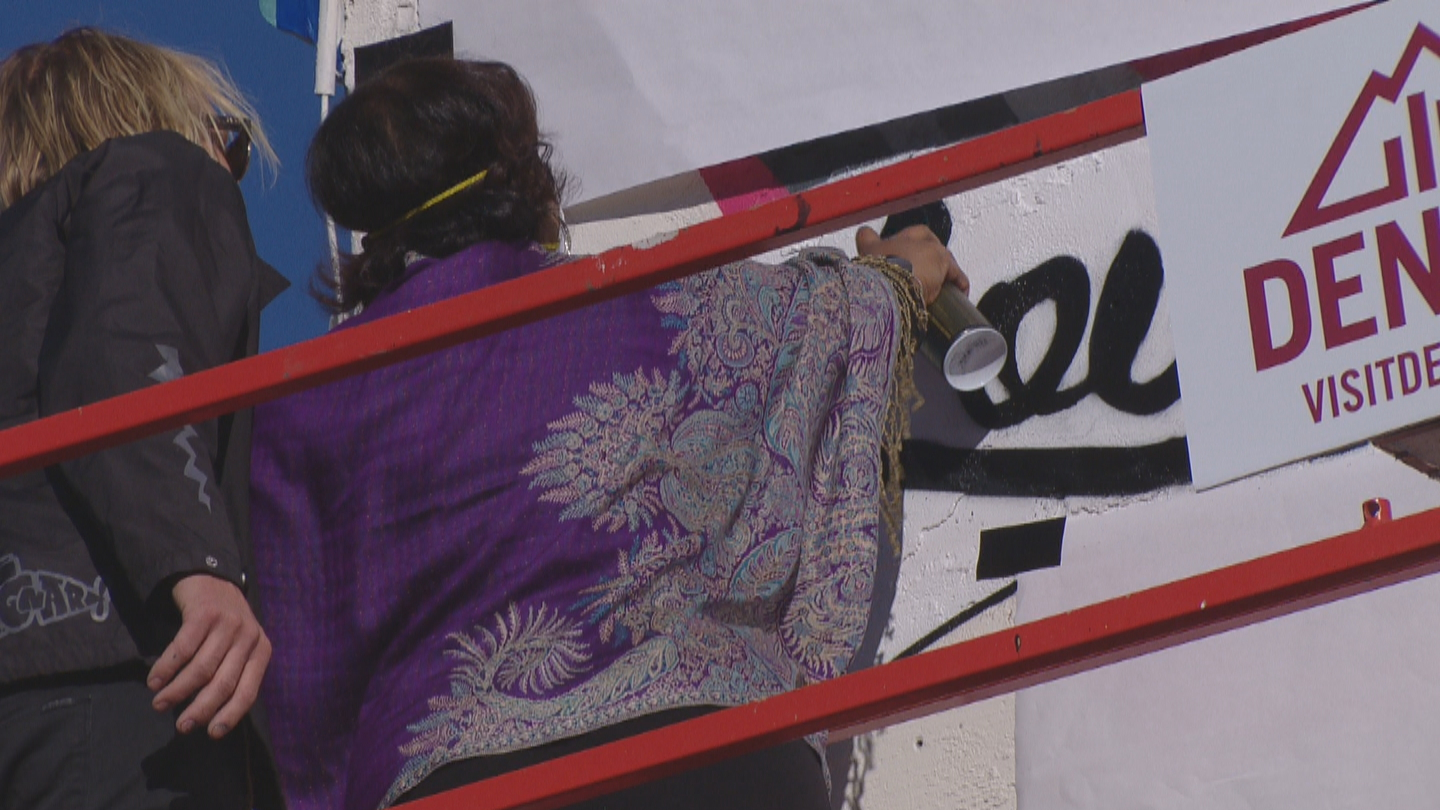 Mary Louise Lee paints part of a mural (credit: CBS)