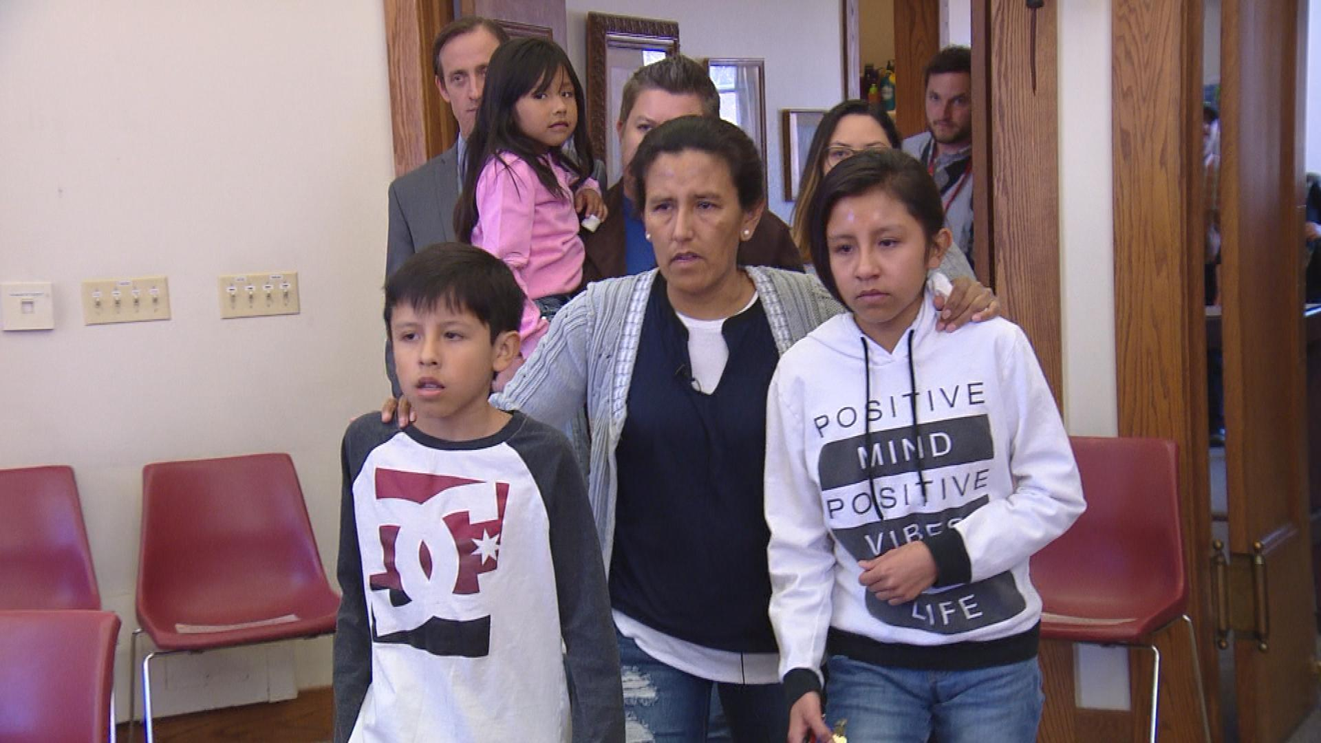 Jeanette Vizguerra with her children (credit: CBS)