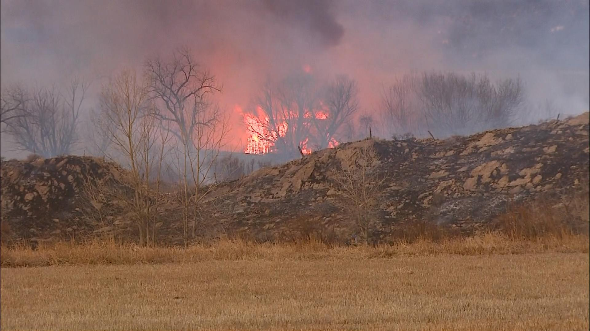 A wildfire west of Longmont burned several structures and forced evacuations on Feb. 10, 2017. (credit: CBS)